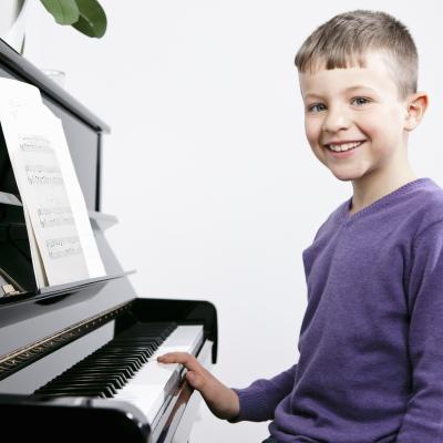maus-und-hain-home-kinder-klavier-spielen-1500x1500